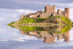 Bamburgh Schloss als Insel stockfoto