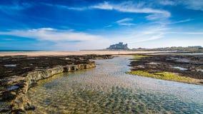 Bamburgh slott på den Northumberland kusten Royaltyfri Foto
