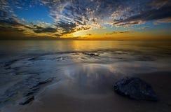 Bamburgh strandsoluppgång Royaltyfri Bild