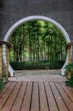 Bambus dentro da porta do estilo chinês fotos de stock royalty free