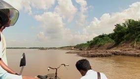 Bambus, Fähre, der Mekong, Kambodscha, Südostasien stock video