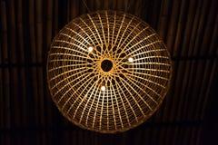 Bambus gesponnene Lampe Stockfoto