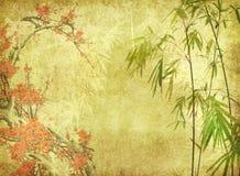 Bambus i śliwkowy okwitnięcie na starym antyku tapetujemy royalty ilustracja