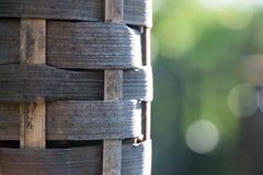 Bambus setzt Öllampe im Sonnenlicht in Brand stockfotos
