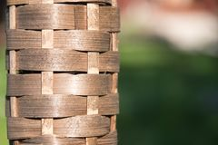 Bambus setzt Öllampe im Sonnenlicht in Brand stockfoto