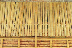Bambus und decken Hintergrund mit Stroh Lizenzfreie Stockfotos