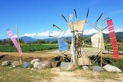 Bambus- Wasserturbine auf dem Bearbeitungsgebiet in Nord-Thailand Stockbild