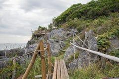 Bambusa ogrodzenie na falezie przy Koh Sichang, Chonburi, Tajlandia Zdjęcie Royalty Free