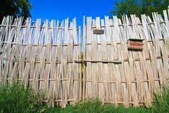 Bambusa ogrodzenie przy frontowym jardem Obrazy Royalty Free