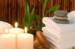 Bambusbadekurort-Szene mit Kerzen Stockfotos