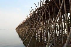 Bambusbrücke über dem Mekong Stockbilder