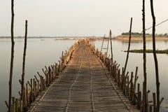 Bambusbrücke über dem Mekong Lizenzfreie Stockbilder