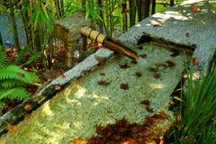 Bambusbrunnen im Zengarten Stockfotografie