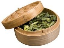 Bambusdampfer mit Gemüse Stockfoto