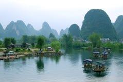 Bambusfloß in dem Ulong Fluss nahe Yangshuo Stockfotos