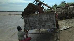 Bambushaus, der Mekong, Kambodscha, Südostasien stock video footage