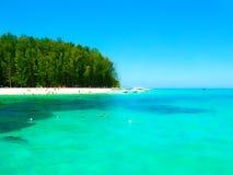 Bambusinsel ist eine andere Insel im Andaman-Meer nahe Phiphiinseln, Thailand lizenzfreie stockbilder