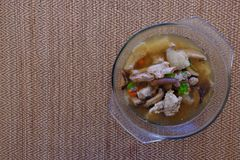 Bambusowa Pieczarkowa polewka lub rosół w Szklanym pucharze zdjęcie royalty free
