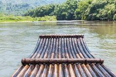 Bambusowa tratwa w strumieniu Fotografia Stock