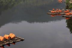 Bambusowa tratwa w zatoczce Obrazy Royalty Free
