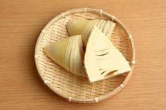 Bambusowi krótkopędy w łozinowym koszu Obrazy Stock