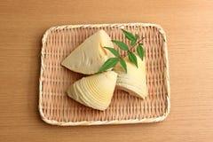 Bambusowi krótkopędy w łozinowym koszu Obraz Royalty Free