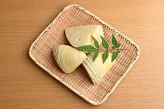 Bambusowi krótkopędy w łozinowym koszu Fotografia Stock