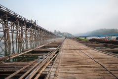 Bambusowy most przez rzekę w Sangkhlaburi kanchanaburi Prov Obrazy Stock