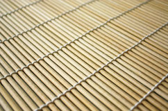 Bambusplatzmatte für Sushi Stockbilder