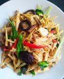 Bambusschoß des thailändischen Lebensmittelaufruhrfischrogens mit Kraut Stockbilder