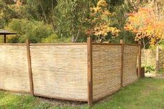 Bambustaket i höstträdgård Royaltyfri Fotografi