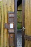 Bambustaket och dörr Arkivfoton