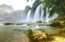 Ban Gioc Waterfall flickers inside foliage Stock Images
