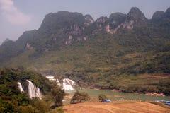 Ban Gioc Waterfall i den Vietnam och Datian vattenfallet i Kina Royaltyfri Bild