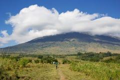 Bana på den Rinjani vulkan Arkivfoton
