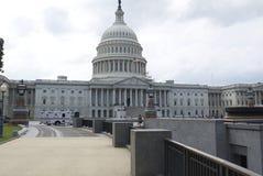 Bana som leder till huvudbyggnad i Washington D C Arkivbilder
