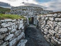 Bana till Clickimin Broch, Lerwick, Shetland royaltyfria bilder