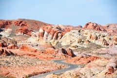 Bana till dalen av branddelstatsparken Nevada Royaltyfria Foton