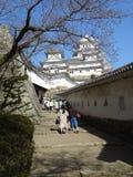 Bana till den huvudsakliga uppehället för Himeji slott Arkivbilder