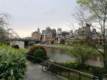 Bana vid floden arkivfoton