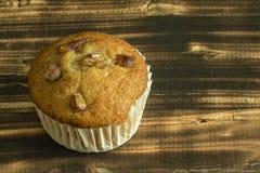 Banaan cupcake of banaanmuffin stock foto