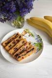 Banaan en wortelmuffin royalty-vrije stock foto's