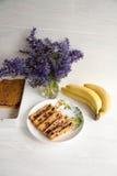 Banaan en wortelmuffin royalty-vrije stock afbeeldingen