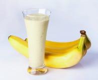 Banaan met melk Vers sap Royalty-vrije Stock Afbeeldingen