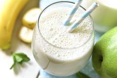 Banaanappel smoothie Stock Fotografie