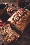 Banaanbrood met Noten stock foto