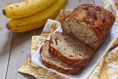 Banaanbrood met pecannoot Stock Foto's