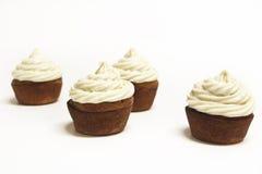 Banaanesdoorn Cupcakes op wit royalty-vrije stock afbeeldingen