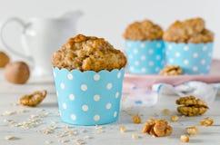 Banaanmuffins met havermeel en noten Stock Afbeelding