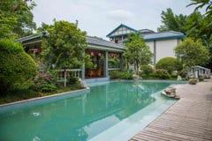 Banan District, orilla del este salta distrito turístico del paño del centro turístico y del balneario cinco de Chongqing, hotel  Fotografía de archivo